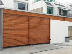 Telescopic slide gate in wood